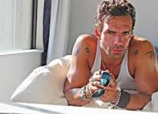 Fallece el actor de Arrow Darren Shahlavi